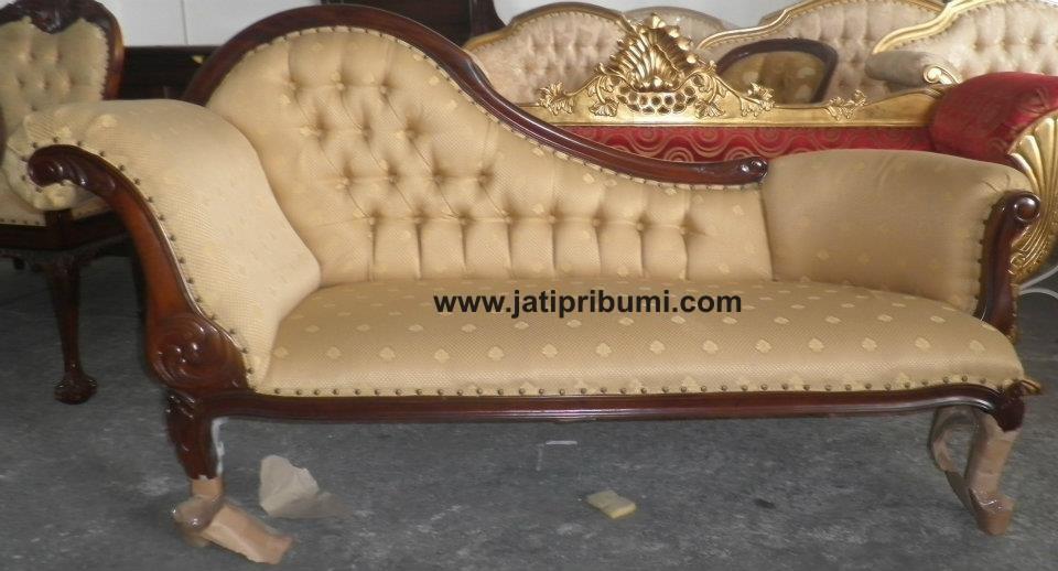 sofa ukir lengkung Rp 1.800.000