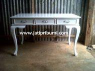 Meja Putih Minimalis