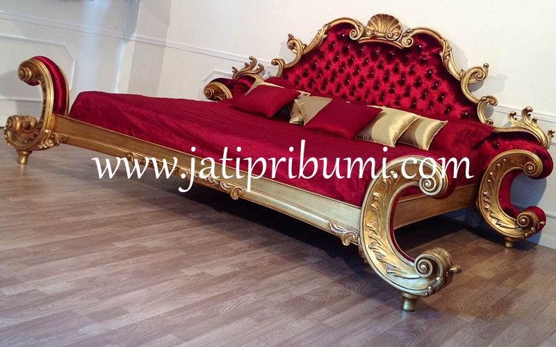 tempat tidur mewah kerajaan