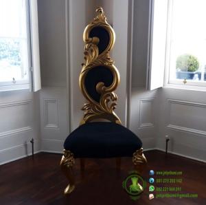 Kursi Mewah Warna Emas dengan Ukiran