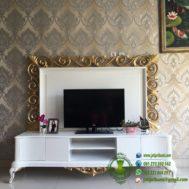 Meja TV Ukiran Terbaru Warna Putih Emas
