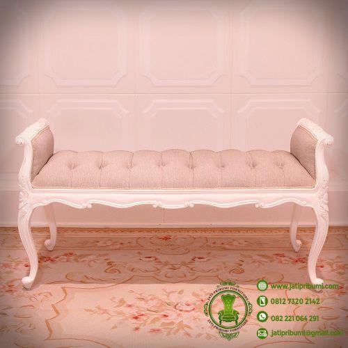 stool-klasik-pelengkap-tempat-tidur