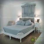 Tempat Tidur Putih Antique