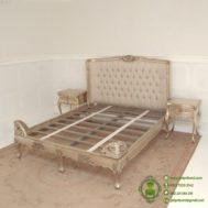 Tempat Tidur Antique Warna Emas