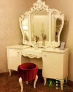 Meja Rias Minimalis Warna Putih Cream