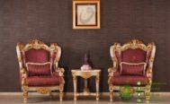 Set Kursi Mewah Warna Putih Emas di Ruang Tamu