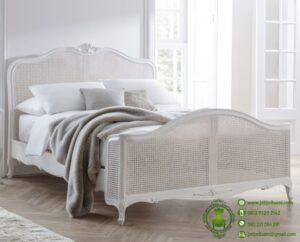 Tempat Tidur Rotan dan Kayu Ivory