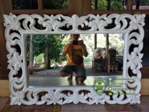 Cermin Ukiran Jepara Warna Putih
